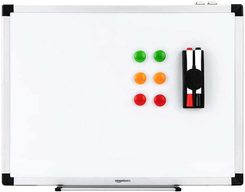 AmazonBasics - Lavagna bianca, cancellabile a secco, con supporto porta-pennarelli e bordi in alluminio, 60 cm x 45 cm